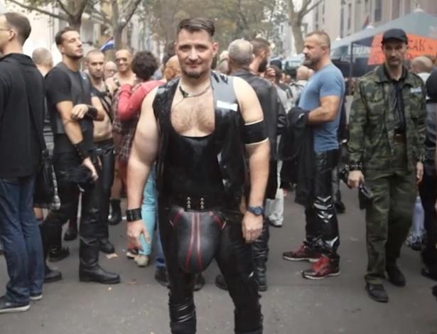 stunz-usou-calcas-de-latex-feitas-especialmente-para-ele-usar-no-folsom-europe-festival---um-festival-de-bondage-e-fetiche-em-berlim-1428701753853_615x470