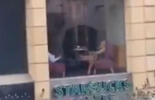 Mulher e flagrada se masturbando