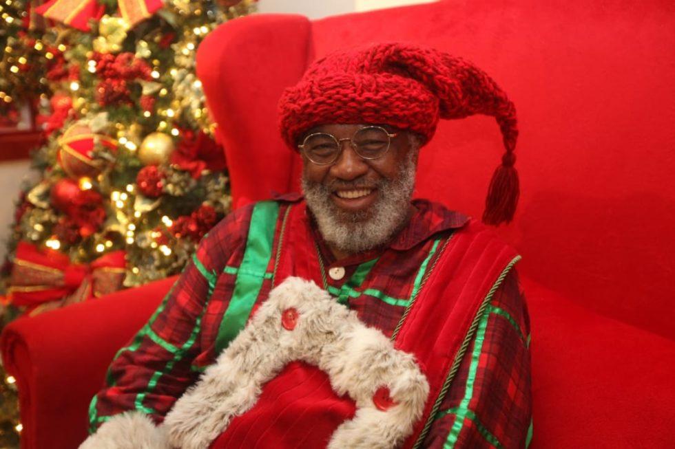 c6bedb3f8 Papai Noel negro faz sucesso em shopping no interior de SP. (Foto:  Divulgação)