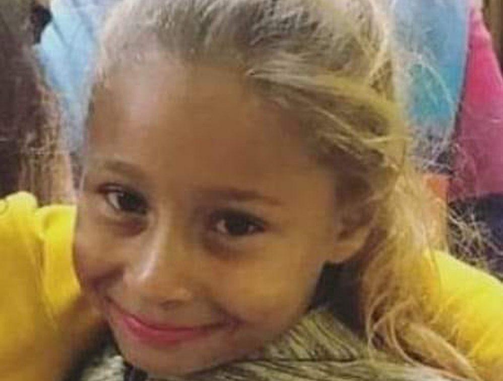 Resultado de imagem para Menina Emanuelle, assassinada na região, é sepultada sob forte comoção