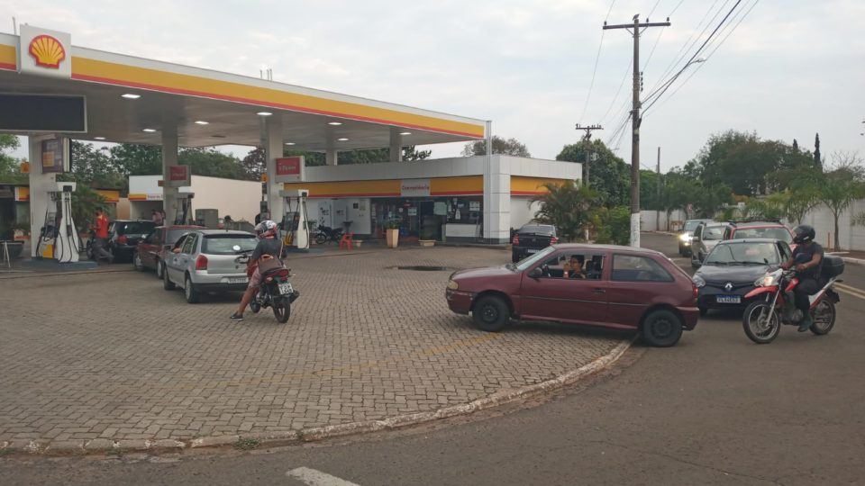 Marília amanhece com combustível mais caro e fila em postos de combustíveis